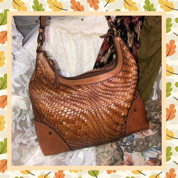 a76bb0822b95 Handbags - Brown Woven Leather Shoulder Bag USED CONDITION